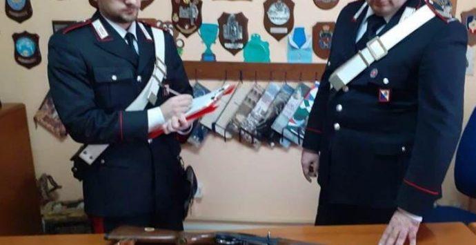 Va a caccia col fucile dell'amico, arrestati dai carabinieri