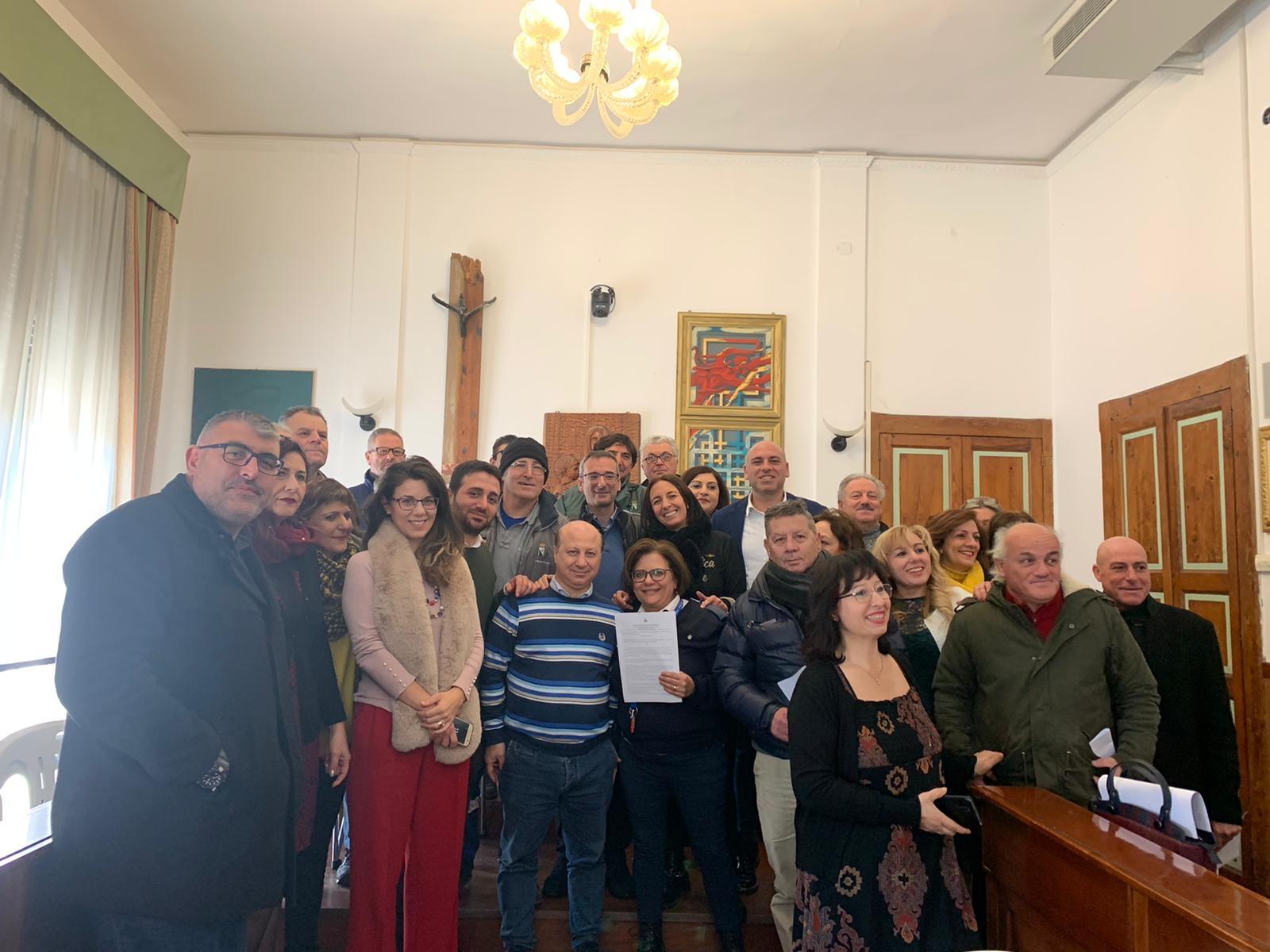 Villa San Giovanni, firmati i contratti per i precari del Comune