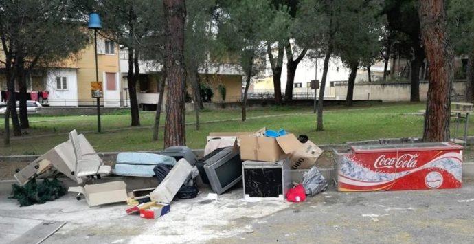 Abbandono rifiuti ad Archi, appello ai cittadini: «Più rispetto per l'ambiente»