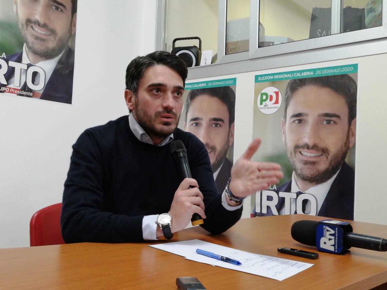 Regionali, Irto accelera su Facebook dopo l'indicazione Pd: «Calabria nel cuore»