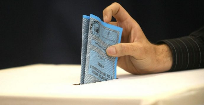 Elezioni regionali in Calabria, urne aperte. Si vota fino alle 23. DIRETTA