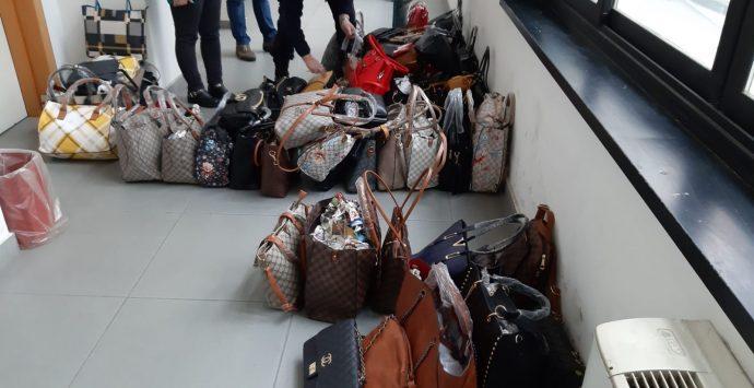 """Mercato in zona """"Botteghelle"""", ancora sequestri di merce contraffatta"""
