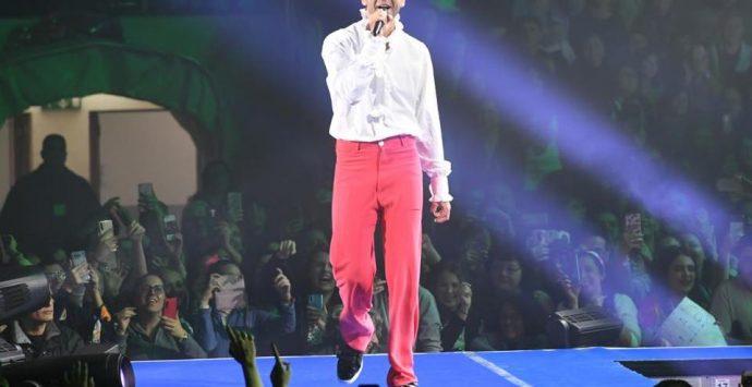Mika dal palco: «Voglio fare il turista e ho scelto i posti più belli del mondo come Reggio»