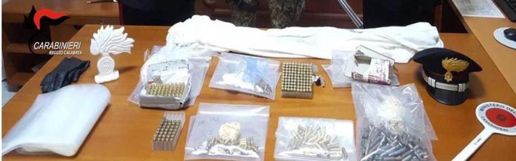 Armi e munizioni in una cascina in campagna, due arresti e due denunce