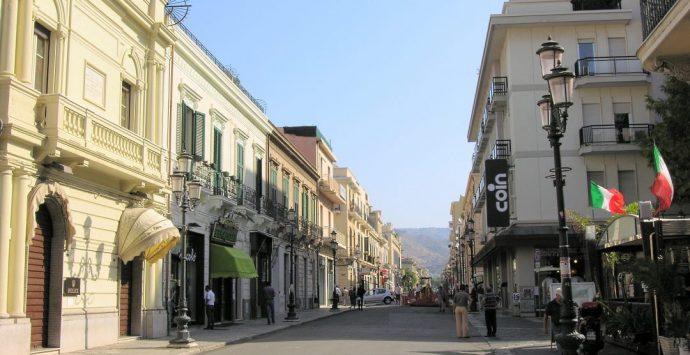Reggio, salasso per i negozianti: la tassa sulla pubblicità aumenta del 50%