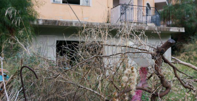 Lo stabile di via Cassino avrebbe dovuto essere un poliambulatorio, ma resta abbandonato all'incuria
