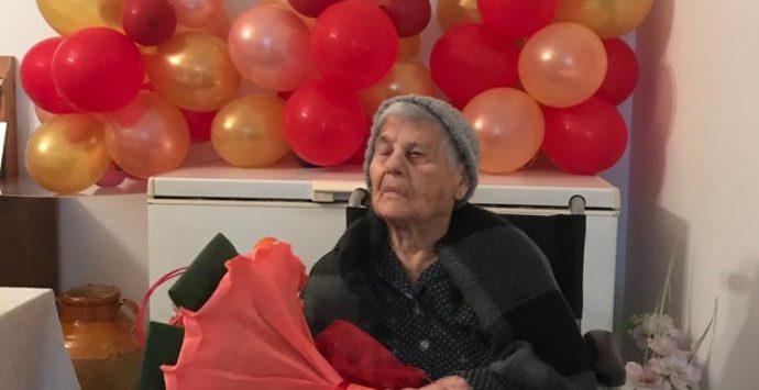 Sant'Ilario festeggia la nonnina centenaria. Gli auguri dell'amministrazione comunale