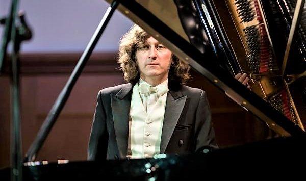 """Musica, al """"Cilea"""" il concerto del maestro russo Rem Urasin"""