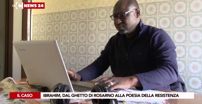 Ibrahim Diabate si è salvato dal ghetto di Rosarno con la poesia