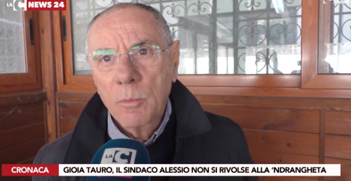 Accusato di avere chiesto voti al clan, il giudice dà ragione al sindaco Alessio