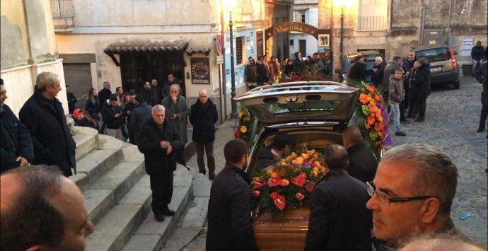Riace, l'ultimo saluto a Roberto, il padre di Mimmo Lucano