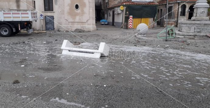 Mareggiata a Scilla, primi danni. Arriva il maltempo in riva allo Stretto