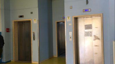 Locri, un anno dopo in ospedale gli ascensori sono di nuovo ko