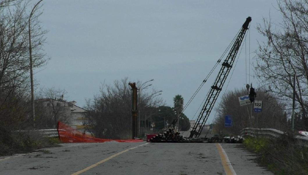 Ponte Allaro, manca la fornitura dei materiali: nuovo stop ai lavori