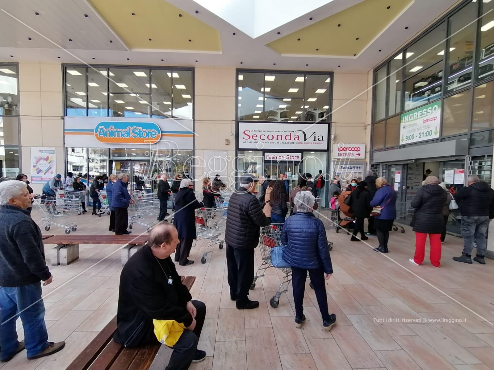 Coronavirus a Reggio Calabria, supermercati presi d'assalto