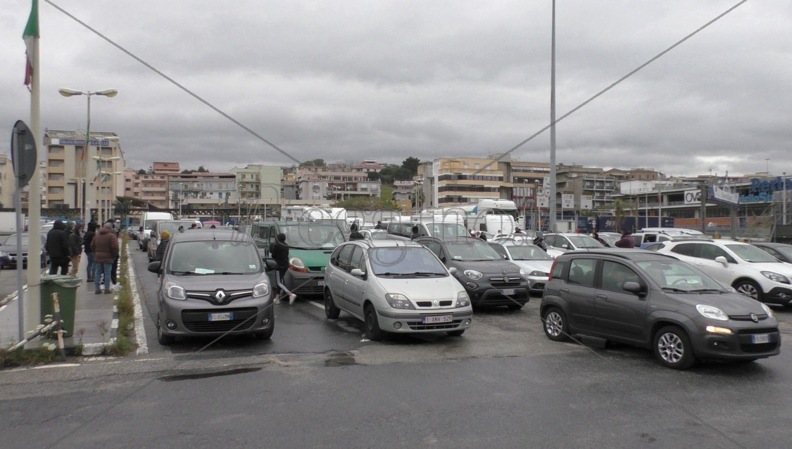 Coronavirus, Orsa denuncia: «Ancora rientri in Sicilia, caos all'imbarcadero di Villa San Giovanni»