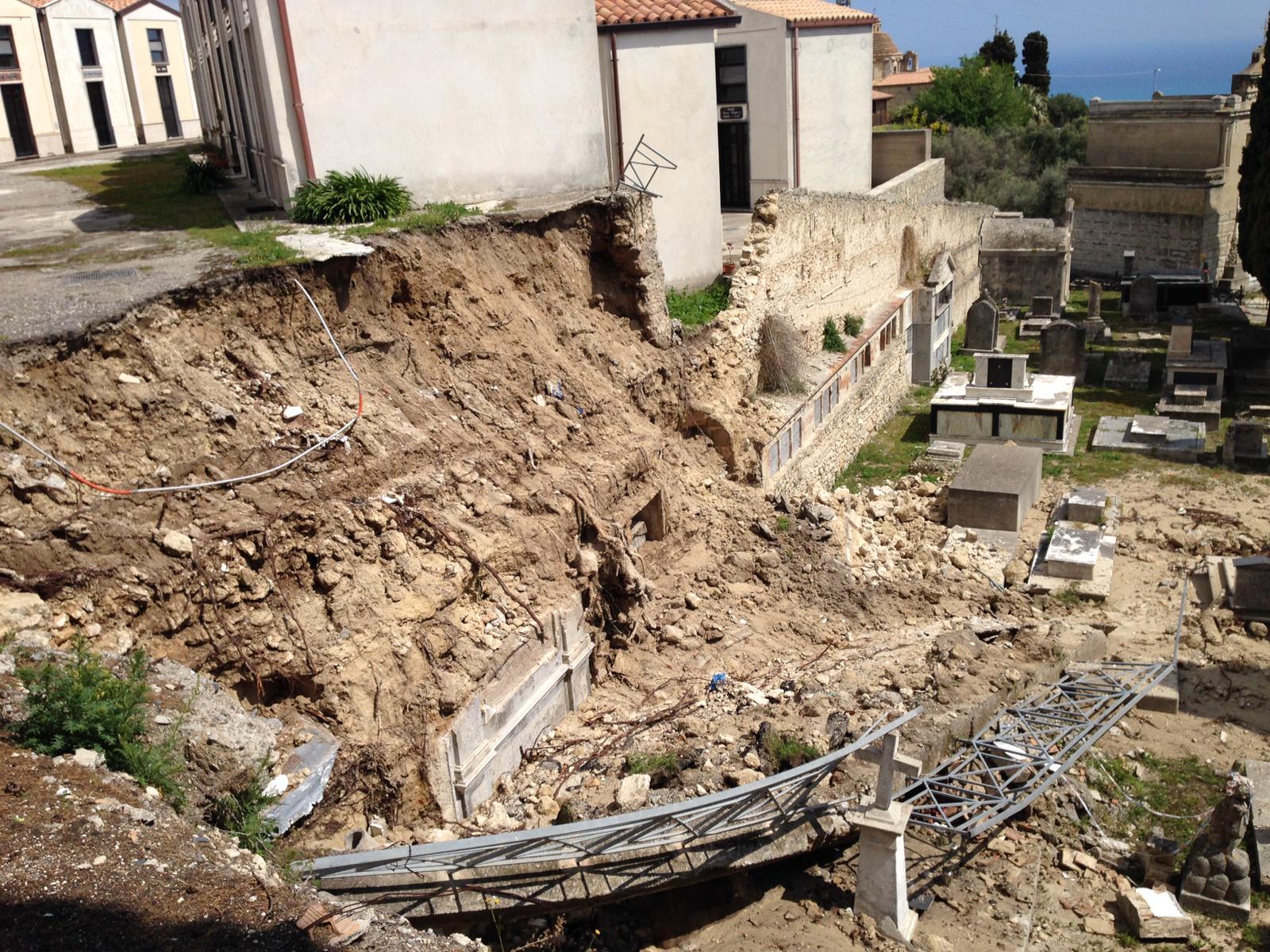 """Coronavirus a Reggio, il sindaco di Gerace """"chiude"""" il cimitero"""