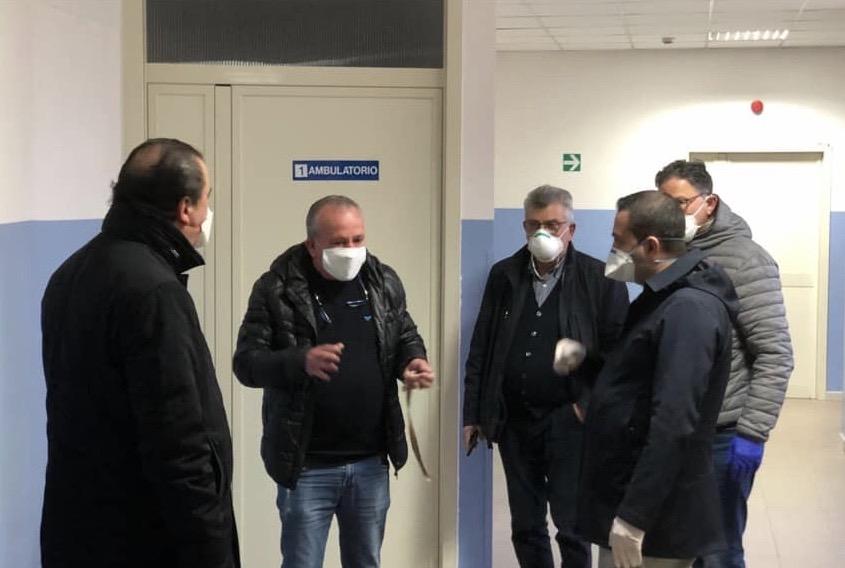 Coronavirus, tour di Cannizzaro negli ospedali. Donate dal parlamentare 200 mascherine facciali per la ventilazione non invasiva