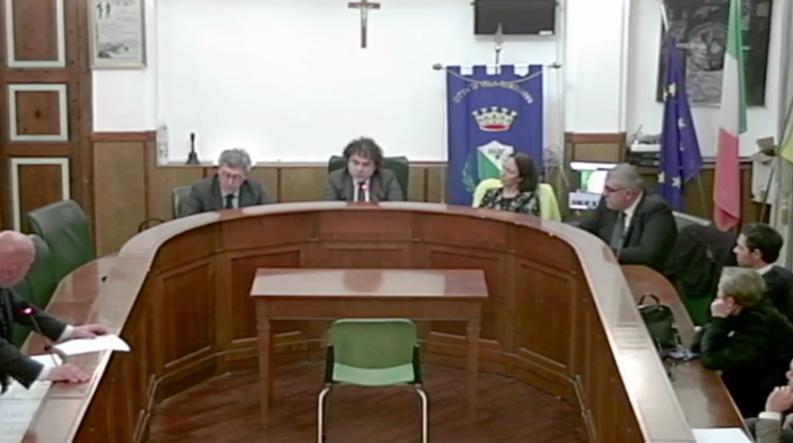Villa San Giovanni, l'opposizione lascia il Consiglio. La maggioranza: «Uniti solo per fare ostruzionismo»