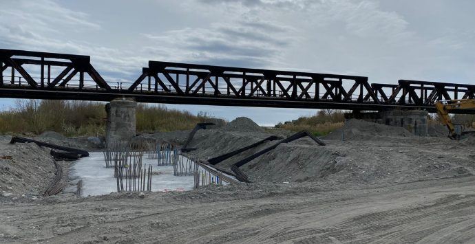 Ponte Allaro, scintille Anas-sindaci. «Pronto a giugno? Solo se ci passiamo»
