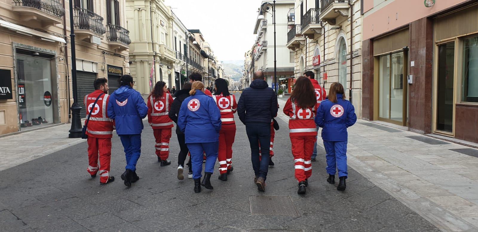 Coronavirus a Reggio Calabria, gli angeli in rosso della CRI sempre in prima linea