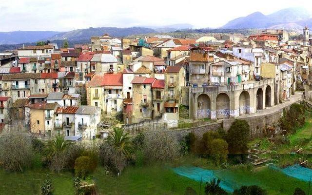 Borghi da rilanciare, sinergie tra Corsecom e sindaci della Locride
