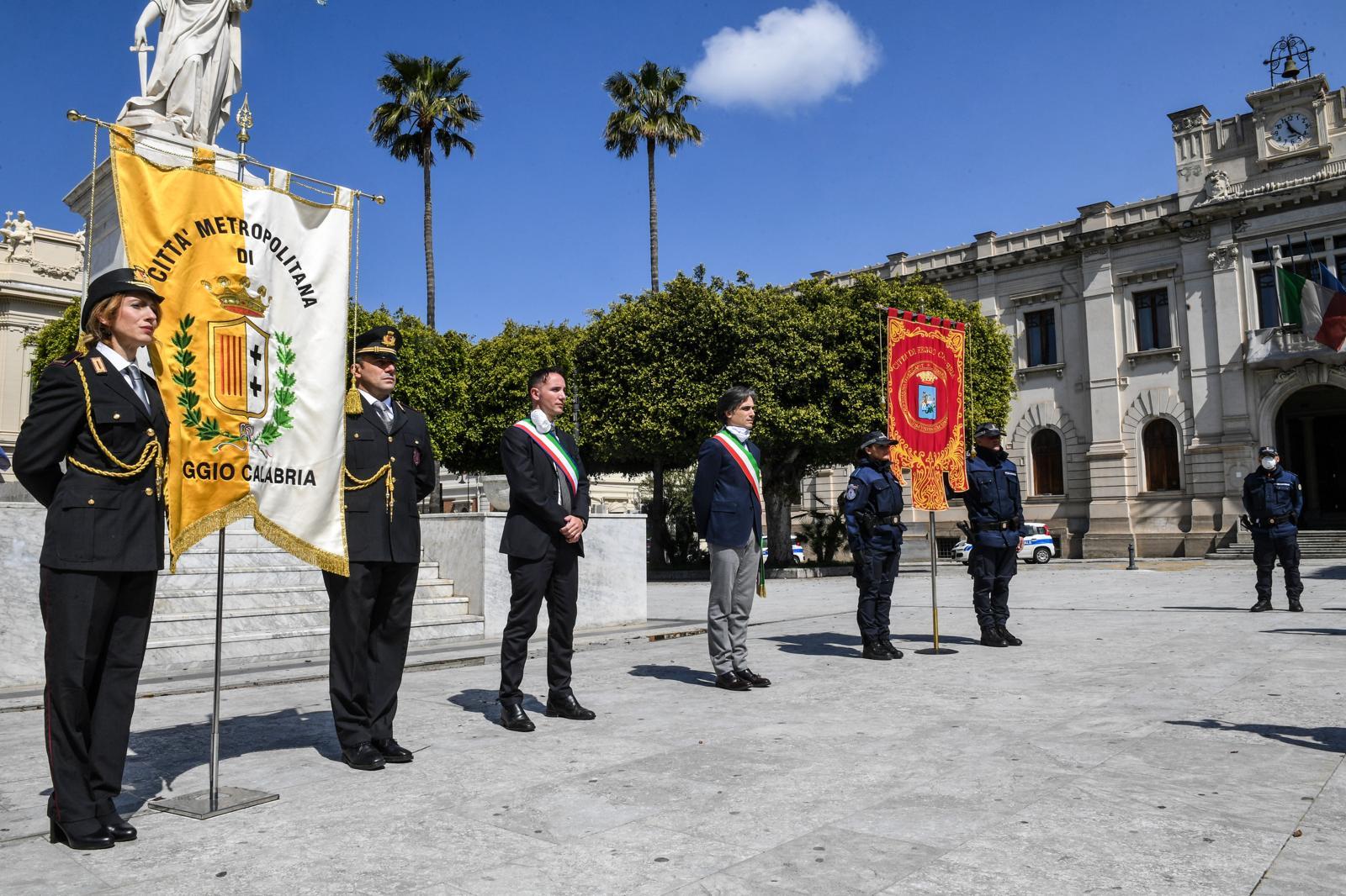 Coronavirus a Reggio, un minuto di silenzio e bandiere a mezz'asta