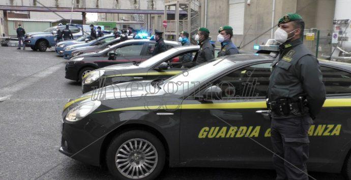 Coronavirus, l'abbraccio delle forze di polizia al personale del Gom