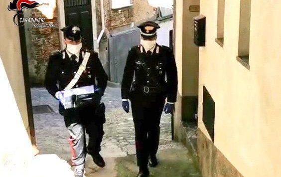 Coronavirus a Villa San Giovanni, i carabinieri consegnano i pc portatili agli studenti dell'istituto alberghiero turistico