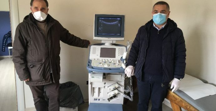 Coronavirus, Arruzzolo dona un ecografo al poliambulatorio di Rosarno