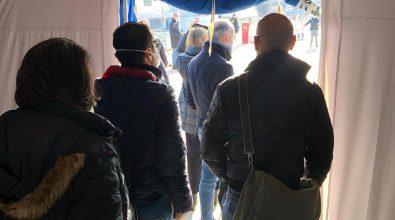 """Coronavirus, assembramenti agli sbarchi a Messina dopo le nuove """"sceriffate"""" di De Luca"""