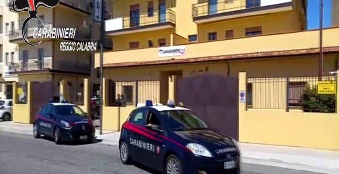 Atti sessuali in cambio di regali e favori, 20enne arrestato dai carabinieri