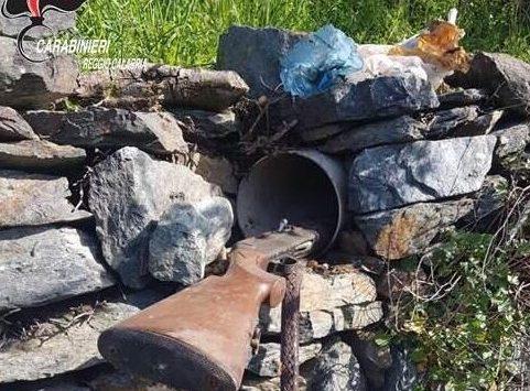 Cardeto, fucile nascosto in un muro rinvenuto dai carabinieri