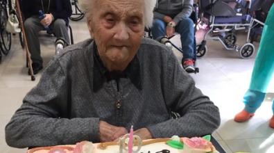 """Nonna Caterina compie 100 anni alla casa di riposo """"Don Orione"""""""