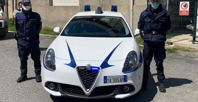 Reggio, la Polizia locale procede i controlli anticovid e fioccano denunce e verbali