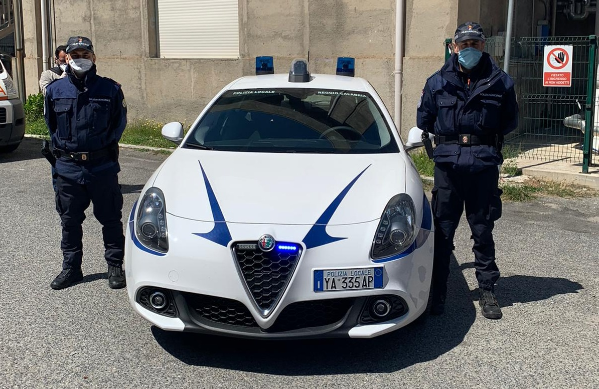 Reggio, la polizia locale arresta un ambulante senegalese