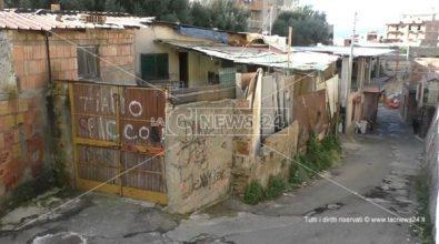 Ex Polveriera, le associazioni: «Nel ghetto 16 famiglie abbandonate»
