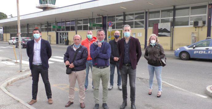 Aeroporto di Reggio Calabria, flashmob della Uil Trasporti: «Lo scalo riapra il prima possibile»
