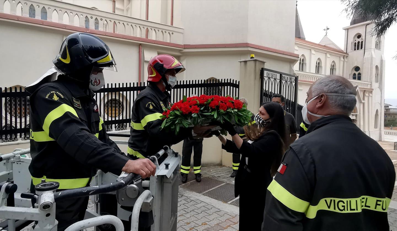 San Luigi Orione: nell'anniversario della canonizzazione, il papà di Nino Candido consegna il cuore floreale