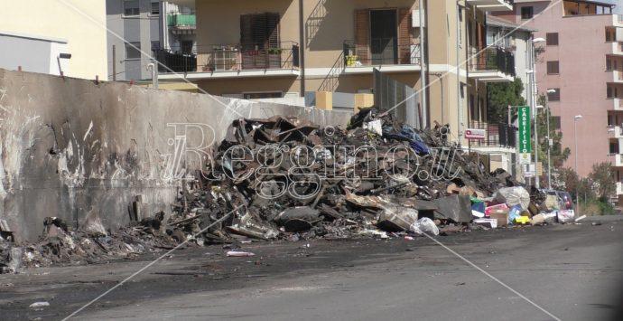 Emergenza rifiuti a Ciccarello, Libera e le imprese invocano la tutela dell'esercito