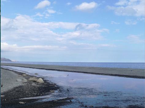 San Lorenzo e Condofuri: non funziona il depuratore consortile e un corso d'acqua puzzolente finisce nel mare