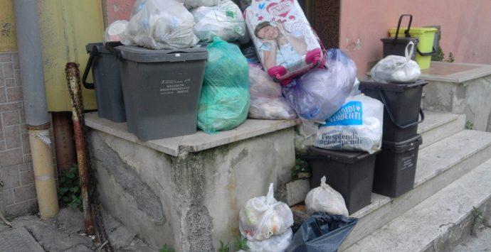 Emergenza rifiuti a Reggio Calabria, gli abitanti di Ravagnese chiedono interventi