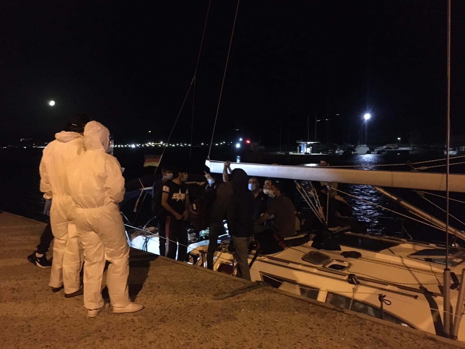 Roccella Jonica, 65 immigrati su un veliero intercettati dalla Guardia di finanza