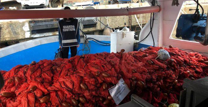 Bagnara Calabra, sequestrate reti illegali e pesce spada dalla Guardia Costiera