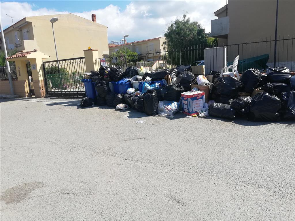 """Rifiuti a Reggio Calabria, il comitato """"Pro Sambatello"""" punzecchia il Comune"""