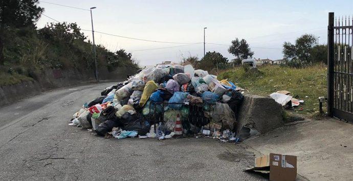 Emergenza rifiuti, in via straordinaria l'indifferenziata sarà raccolta stanotte