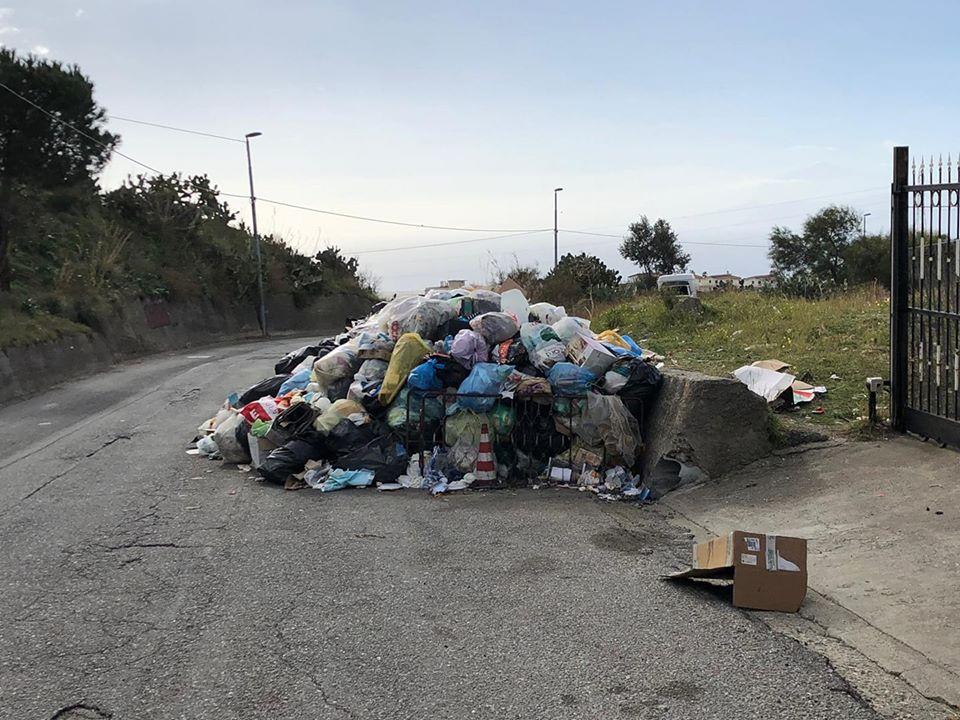 Rifiuti a Mosorrofa e Cataforio, i cittadini si appellano a Regione, Metrocity e Avr