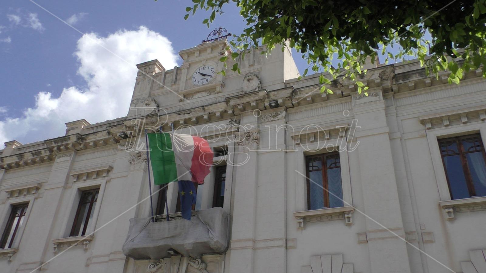 Reggio, i sindacati denunciano «Danni ai dipendenti del Comune da parte dell'amministrazione»