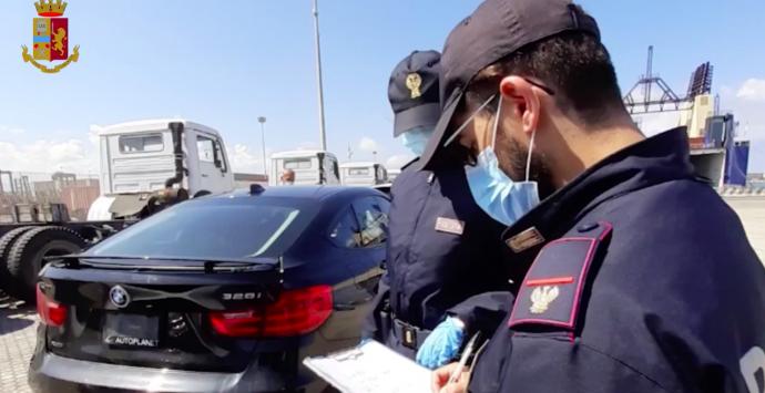 Porto di Gioia Tauro, la Polizia sventa traffico internazionale di auto di lusso rubate