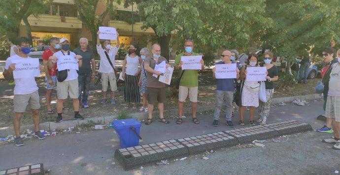 Sbarre, cittadini in protesta: «No ai compattatori su Viale Calabria»